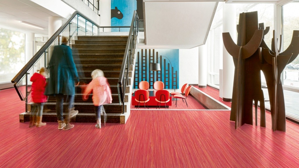 1180x664_Marmoleum_Striato_Colour_5242_red_roses_lobby_stairs.jpg